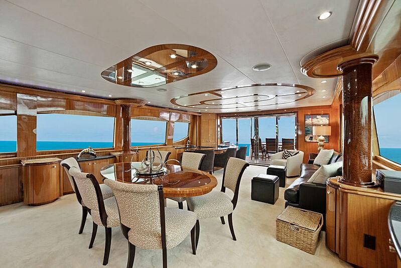 La Mer yacht saloon