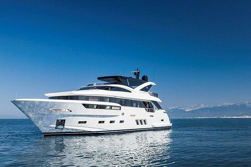 Dreamline DL26 yacht running