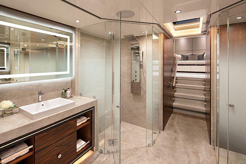 Eileen's Way yacht master bathroom