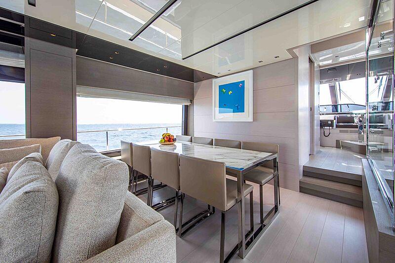 Balance yacht dining