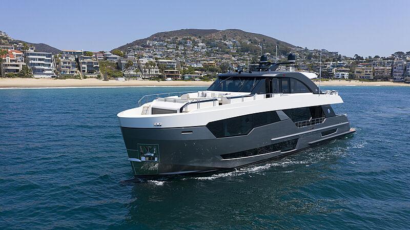 Ocean Alexander 28R07 yacht off Newport Beach