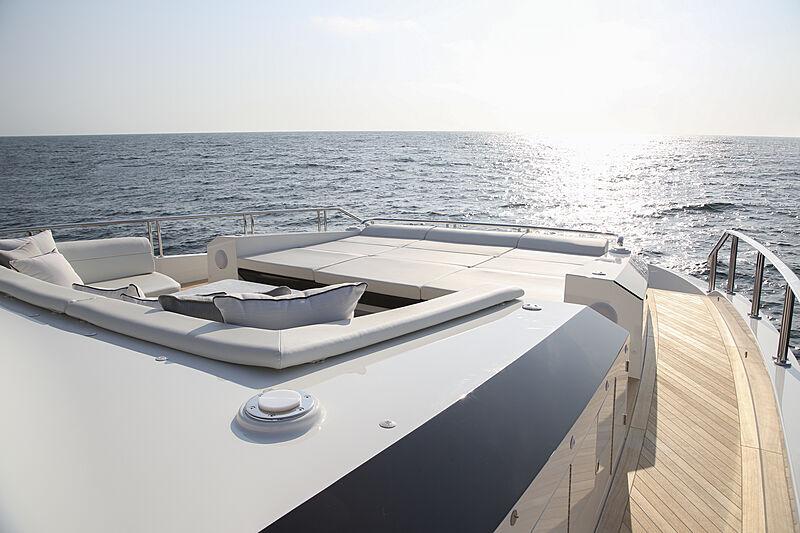 Ocean Alexander 28R07 yacht sundeck
