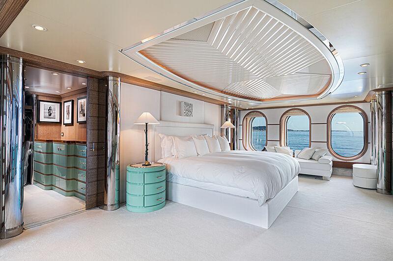 Sea Huntress yacht stateroom