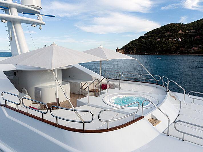 Sea Huntress yacht jacuzzi