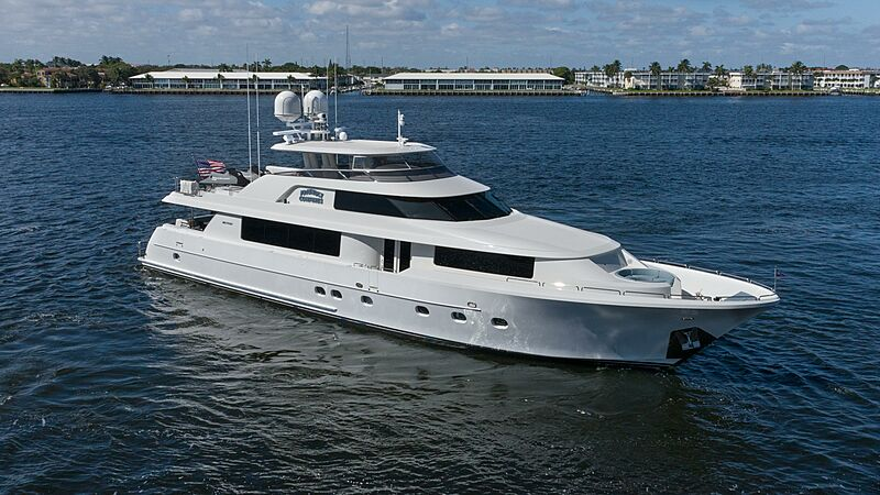 Friendly Confines yacht cruising