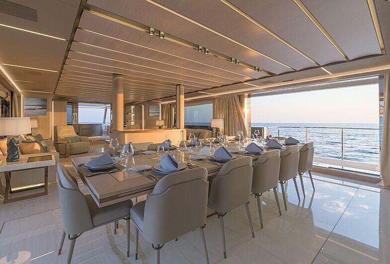EIV yacht dining
