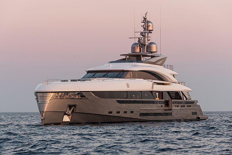 EIV yacht cruising