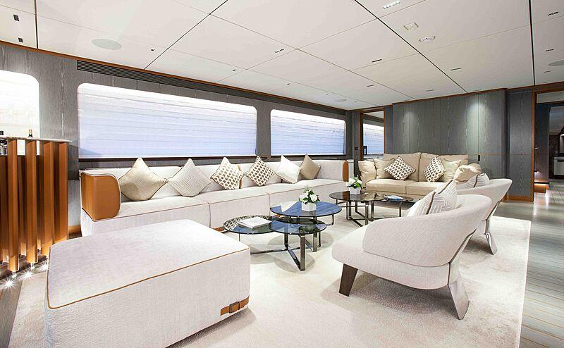 Wild Duck yacht saloon