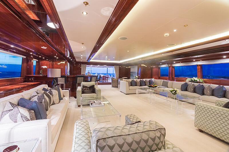 Double Down yacht saloon
