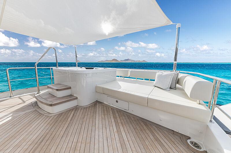 Pont de yacht Ocean Alexander 27E