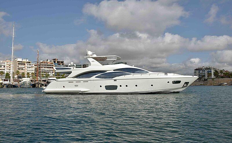 Koukles yacht cruising