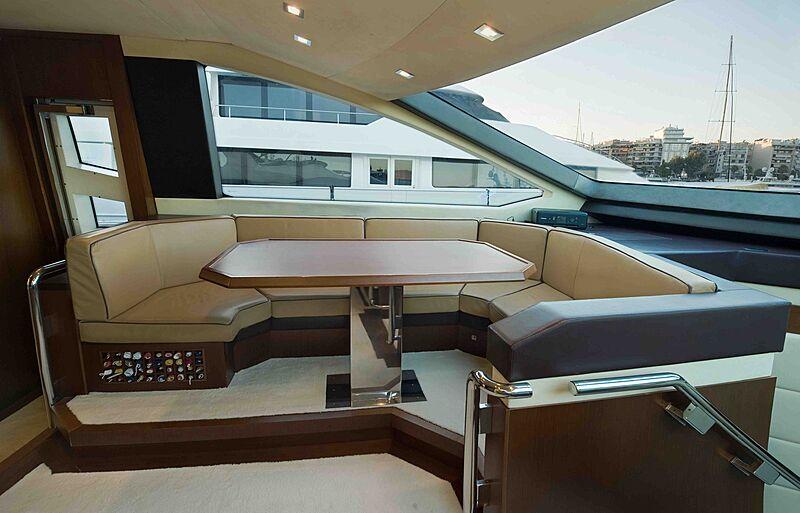 Koukles yacht saloon