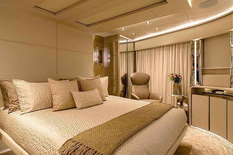 Poderoso yacht stateroom