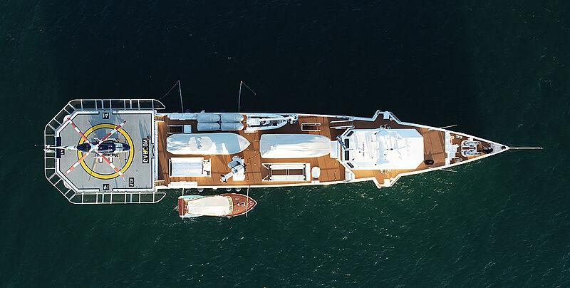 Garçon yacht anchored aerial