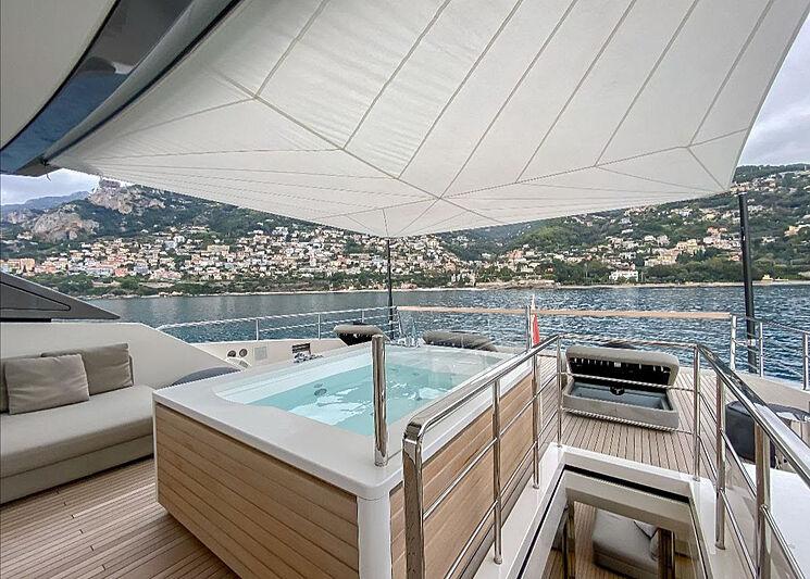 Haiia yacht jacuzzi