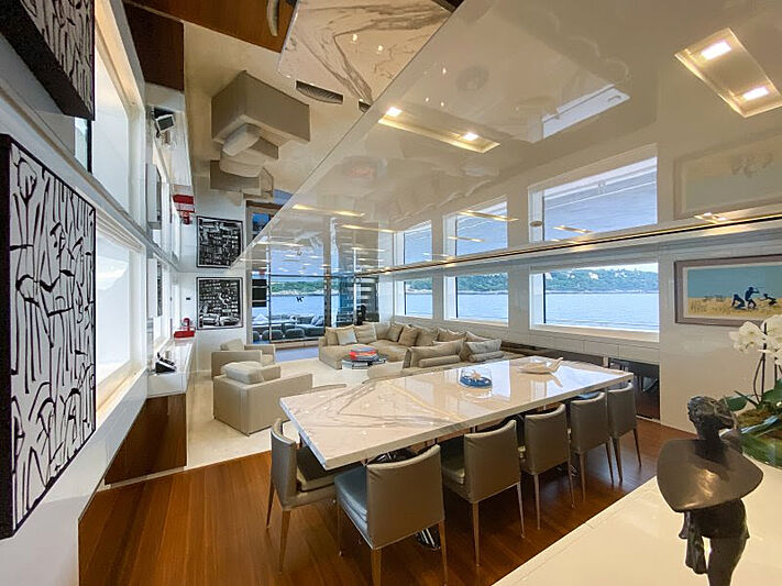 Haiia yacht dining
