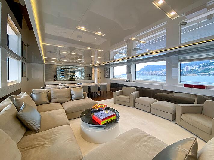 Haiia yacht saloon