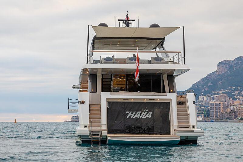 Haiia yacht stern