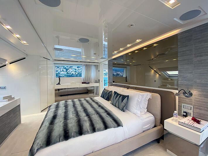Haiia yacht stateroom