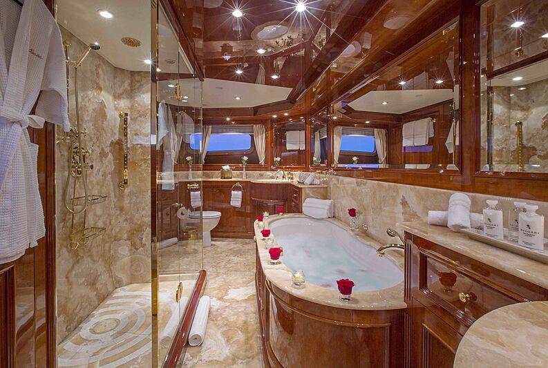 Siete yacht bathroom
