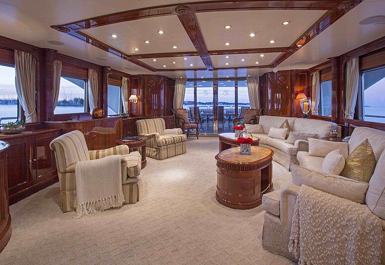 Siete yacht saloon