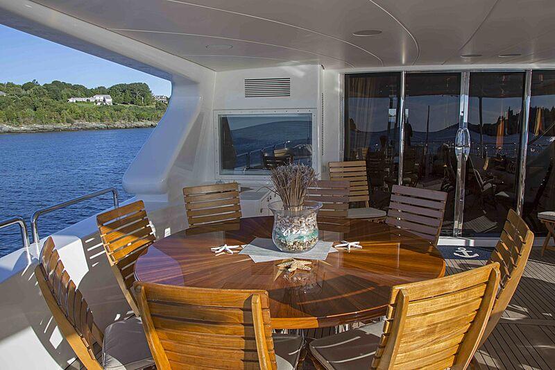 Siete yacht aft deck