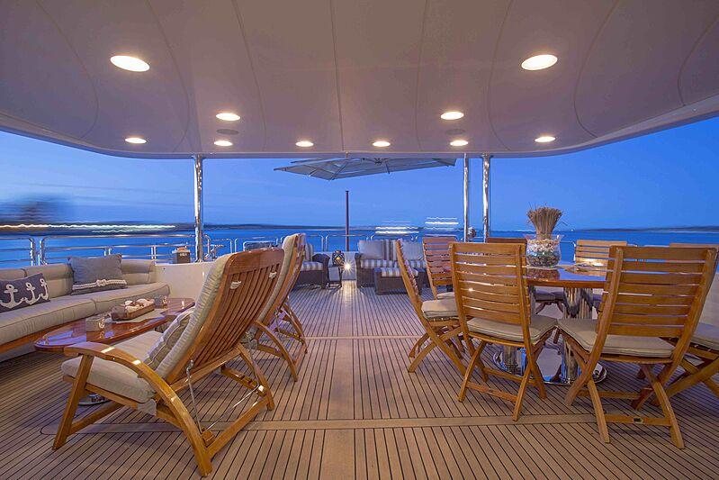 Siete yacht deck