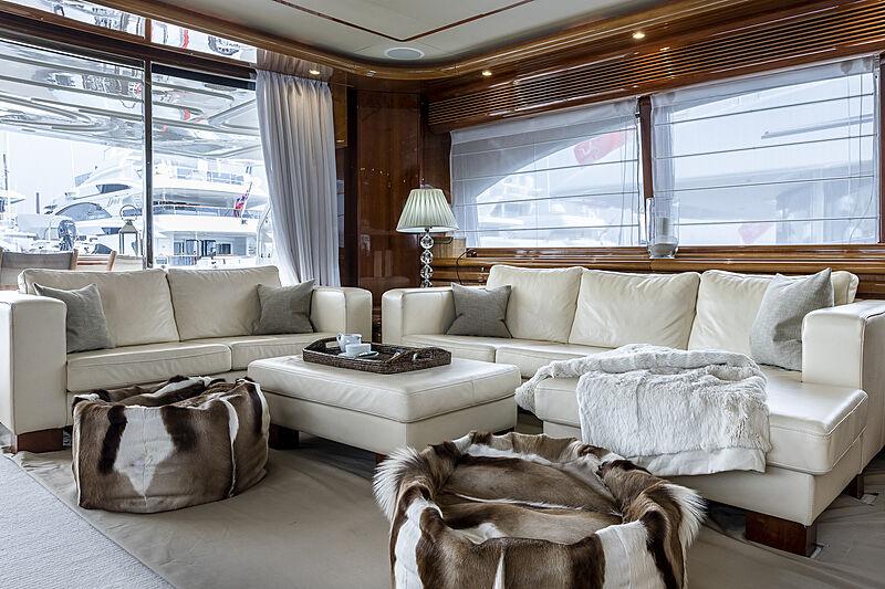 Setai yacht saloon