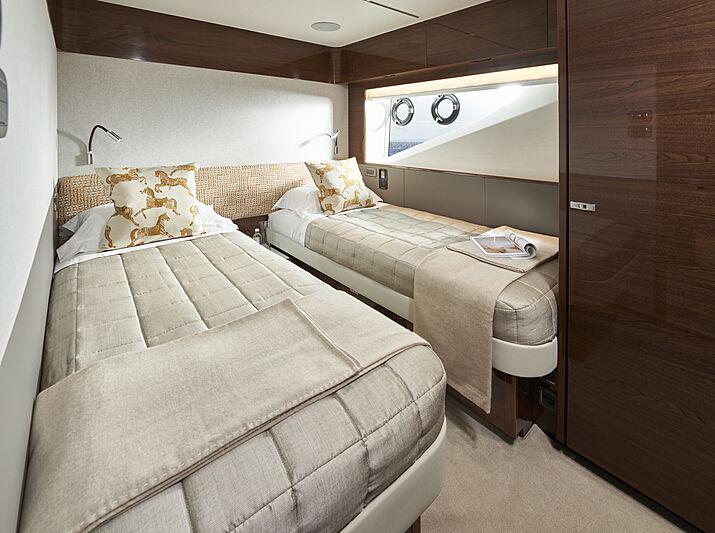 Princess X95/02 yacht master Port twin stateroom