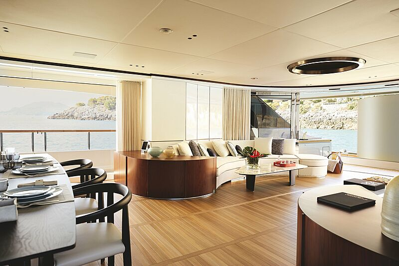 Rebeca yacht saloon