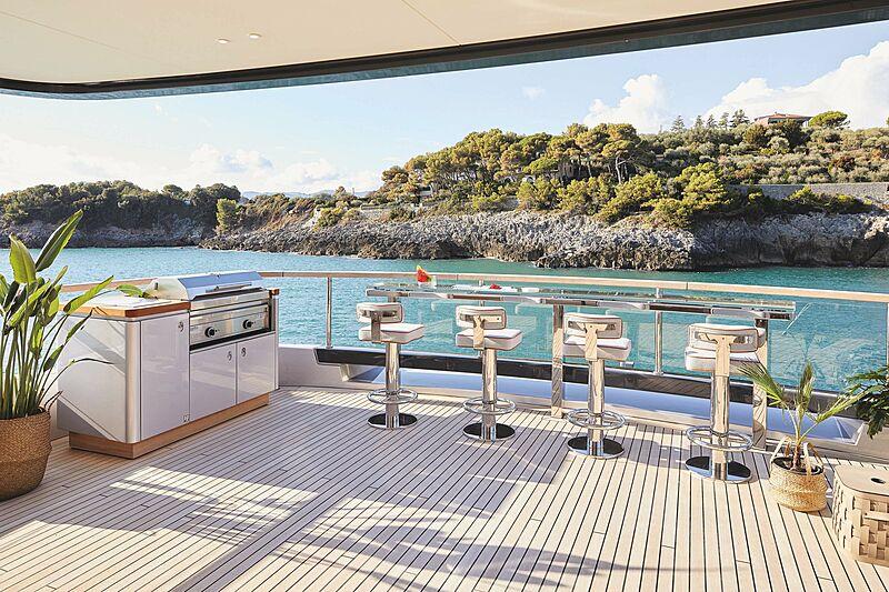 Rebeca yacht deck