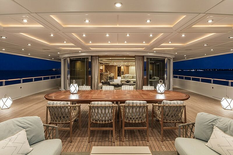 Oasis yacht aft deck dining