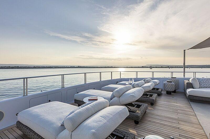 Oasis yacht deck