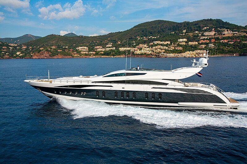 Pure One yacht cruising