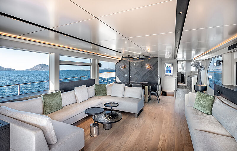 Tubabu yacht saloon