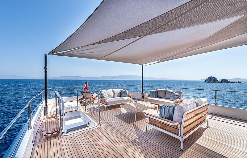 Tubabu yacht deck