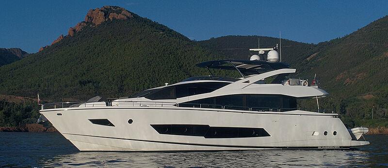 MiBowt yacht anchored