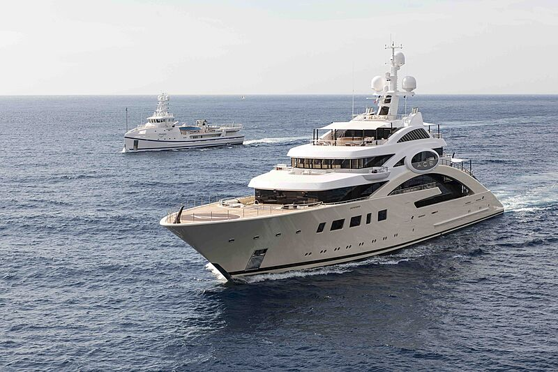 Ace and Garcon yachts cruising