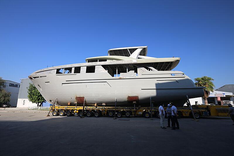 Bering B92 hull
