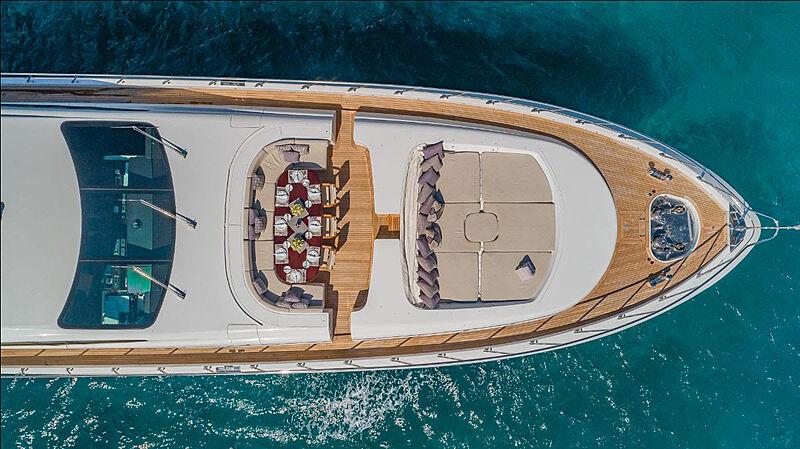 Jomar yacht foredeck