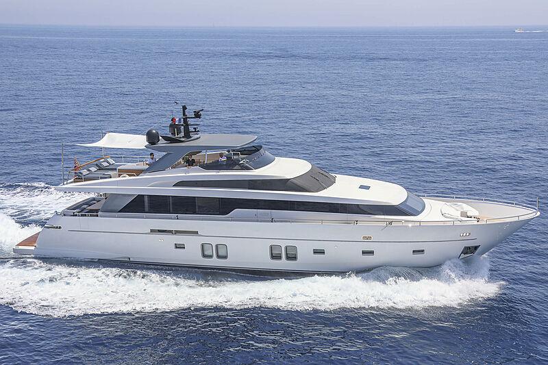 Stella yacht cruising