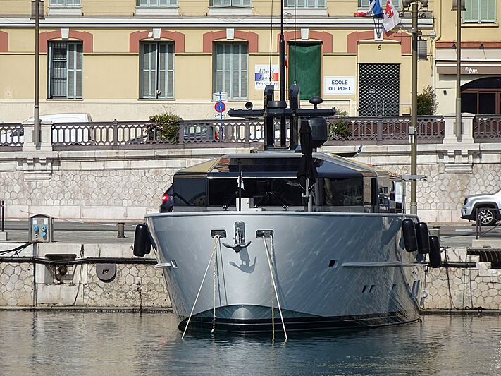 Illusion 8 yacht in Nice