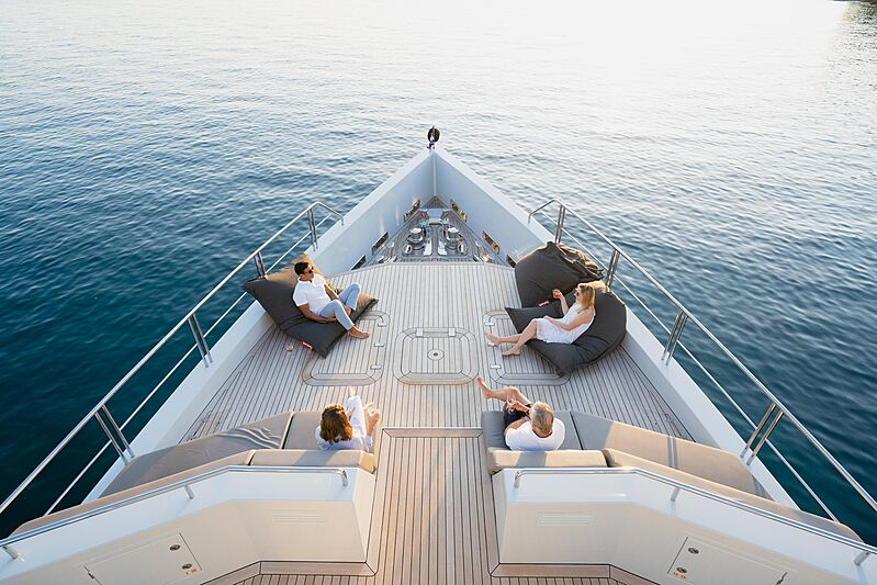 Preference 19 yacht bow