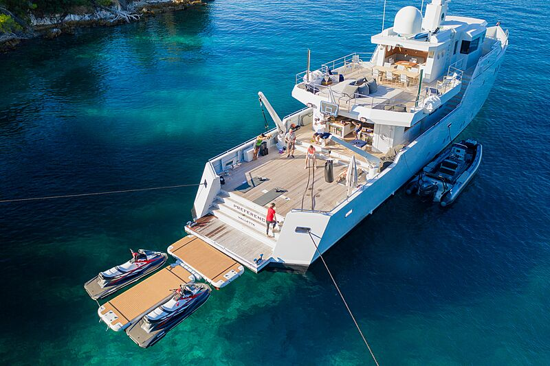 Preference 19 yacht anchored