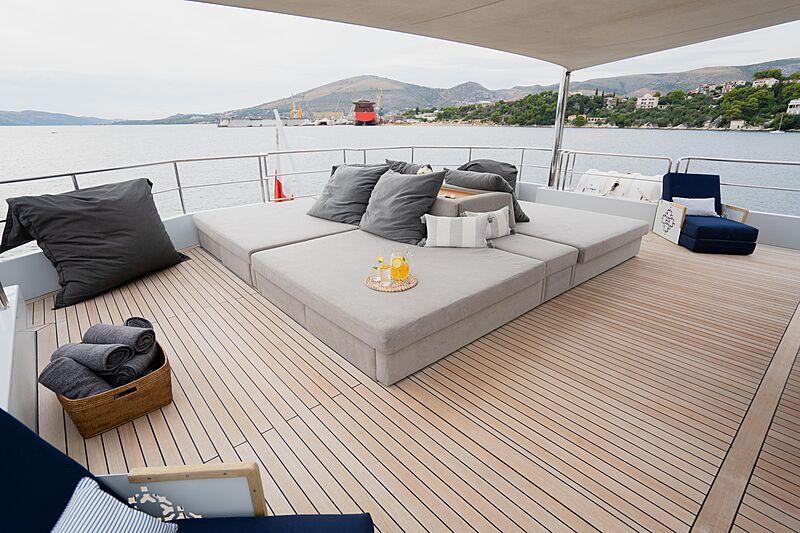 Preference 19 yacht aft deck