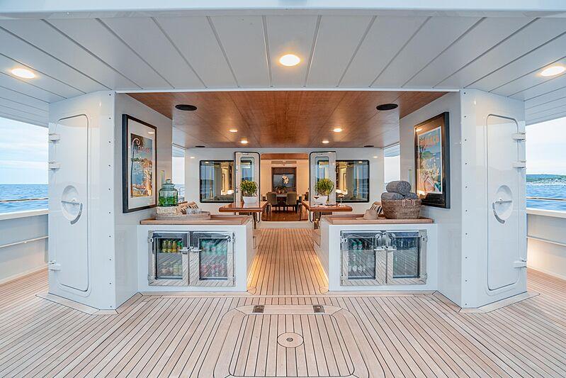 Preference 19 yacht deck