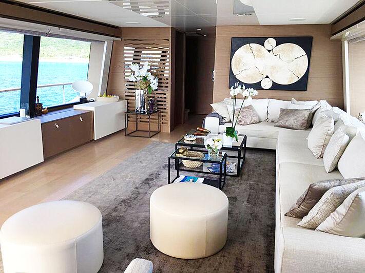 Palgremat yacht saloon