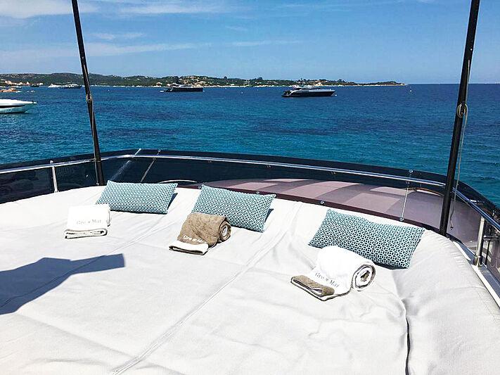 Palgremat yacht sundeck