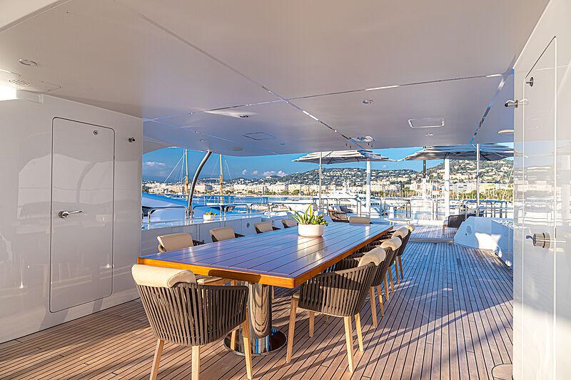 Zazou yacht deck dining