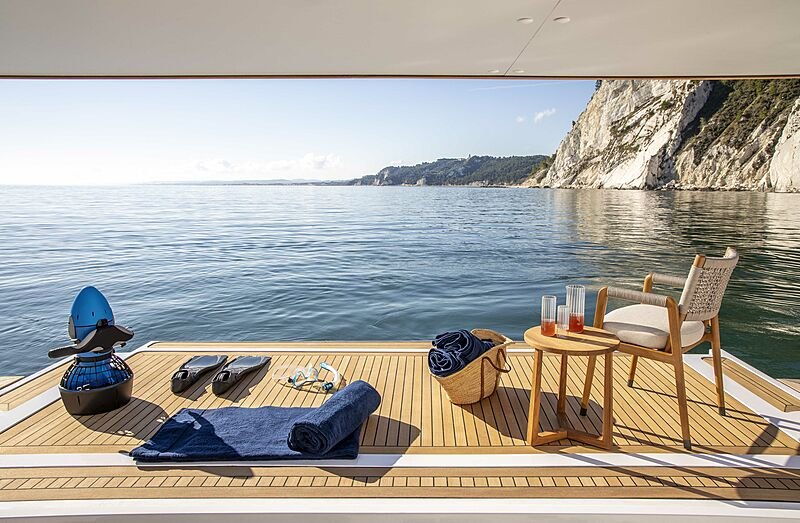 Custom Line Navetta 30 hull 01 yacht beach club